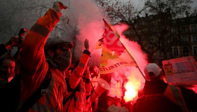 Le Monde: Во Франции отменили пенсионную реформу, вызвавшую забастовки